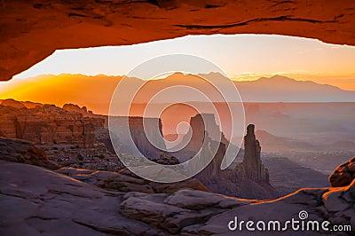 Mesa Arch, Canyonlands national park, Utah, USA.