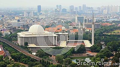 mesquita istiqlal, jakarta, Indonésia. Adiante o mais grande no mundo vídeos de arquivo