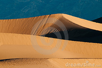 Mesquite Sand Dunes and mountains in Death Valley