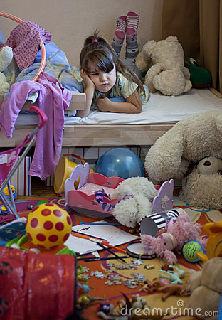 Free Messy Room And Unhappy Girl Royalty Free Stock Images - 21211039