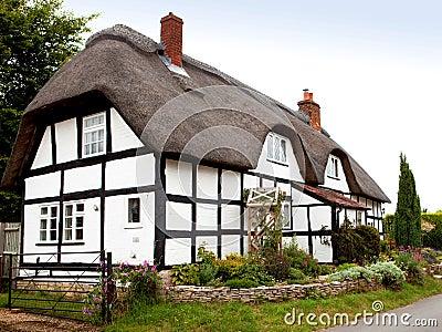 Met stro bedekt plattelandshuisje