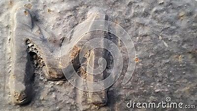 Metaal laatstgenoemde M Textuur van roestig metaal in de vorm van laatstgenoemde M stock footage
