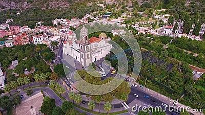 Metadi Sorrento, comune in de Provincie van Napels, reis, hotels, weg en vervoer, mooie panoramaantenne stock video