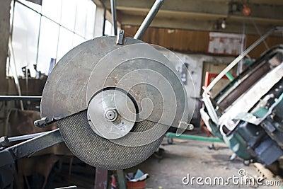 Metal cutting device