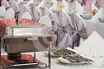 Metal les quipements de cuisine sur la table pour diner - Table pour diner ...