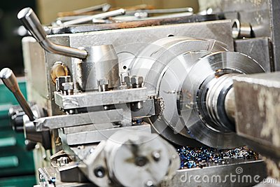 Metal machining by turning on lathe