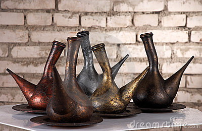 Metallic jugs