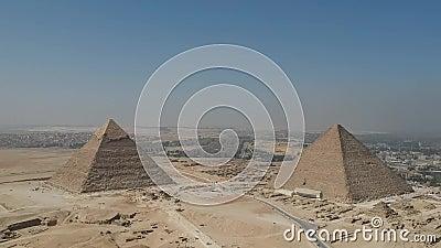 Metragem do zangão de grandes pirâmides de Giza perto do Cairo Egito