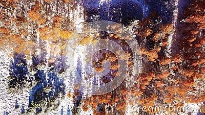 Metraggio del fuco di una montagna nevosa nella caduta ad alba archivi video