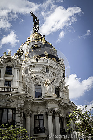 Metropolis, Image of the city of Madrid, its characteristic arch