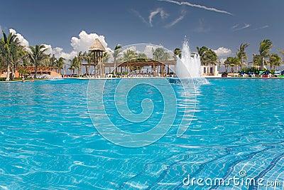Mexiko-Poolwasserwerkansicht vom Wasser