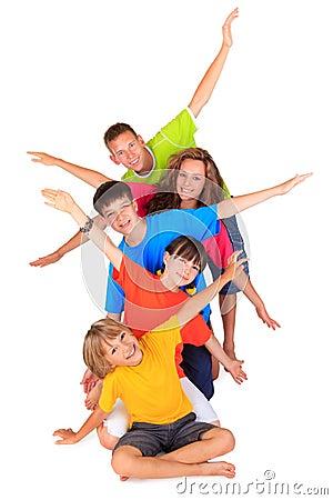 Miúdos com braços Outstretched
