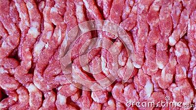 Mięso mielone z kasety, zbliżenie do góry, rzut w górę zbiory
