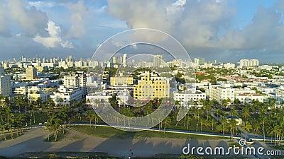 Miami Beach e Miami Downtown Urban Skyline Vista aerea archivi video