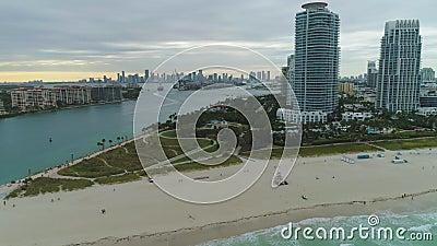 Miami South Beach e Miami Downtown Vista aerea video d archivio