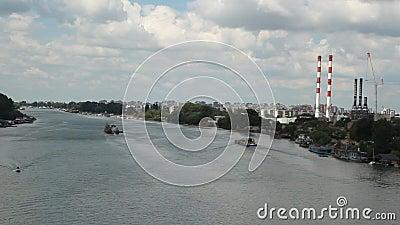 Miasto scena przy rzecznym Sava Belgrade, Serbia - zdjęcie wideo