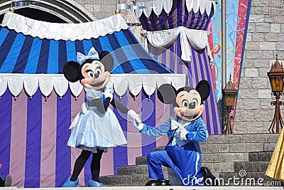 Mickey en Muis Minnie in de Wereld van Disney Redactionele Stock Afbeelding