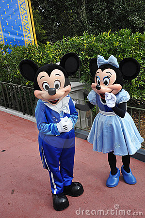 Mickey en Muis Minnie in de Wereld van Disney Redactionele Foto