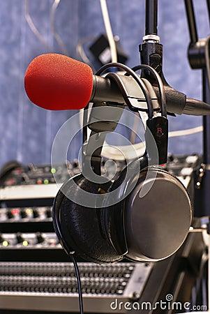 Microfone com telefones principais