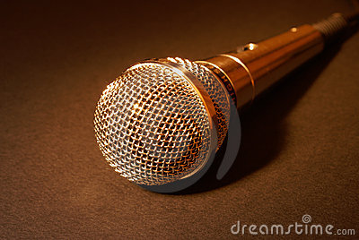 Microfone no ouro