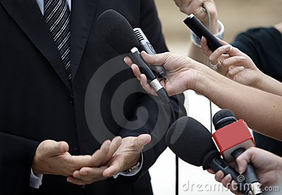 Microfones do jornalismo da conferência da reunião de negócio