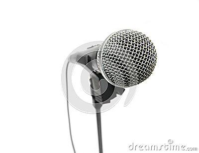 Blanc de stand de microphone d isolement par fond