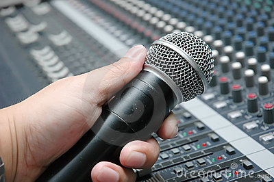 Microphone amplifier for talks