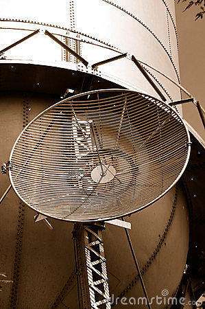 Free Microwave Antenna On Water Tank Stock Images - 5286044
