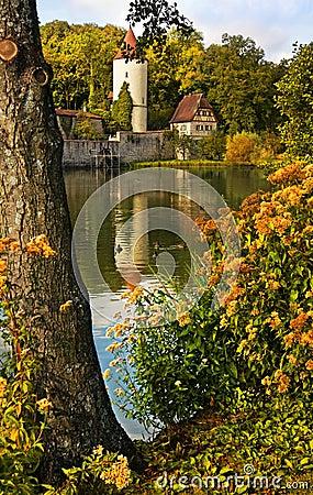 Middeleeuwse stadsmuur met toren
