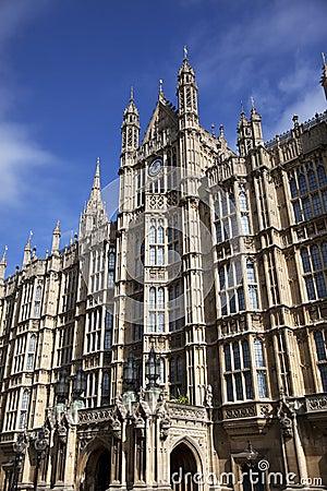 Mieści London parlamentu Westminster