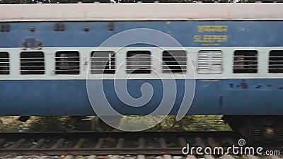 Miejski pociąg niższej klasy bez pasażerów Indie zbiory