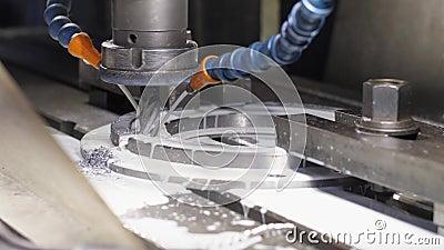 Mielenie maszyna Produkuje metalu Tokarskiego szczegół na fabryce zdjęcie wideo