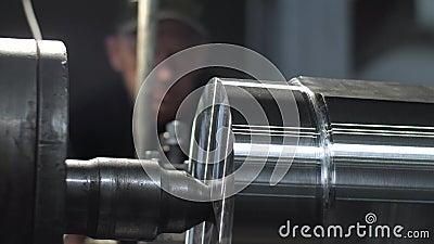 Mielenie maszyna Produkuje metalu Tokarskiego szczegół na fabryce zbiory wideo