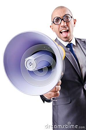 Śmieszny mężczyzna z głośnikiem