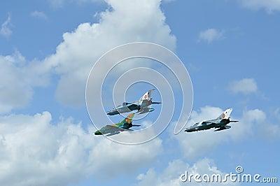 MIG 21 lansjera samolot szturmowy wykonuje demonstracja lot na Rumuńskim Lotniczym Fest Obraz Editorial