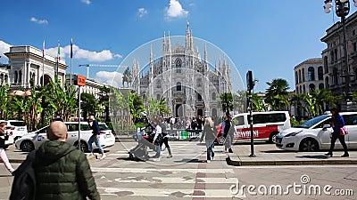Milan Piazza del Duomo das Herz der Mode stock footage