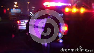 Milicyjny radiowóz przy sceną przeciwawaryjny okulistycznego obiektywu defocus zdjęcie wideo