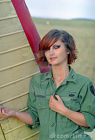 Free Military Woman On Aerodrome Royalty Free Stock Photos - 10340398