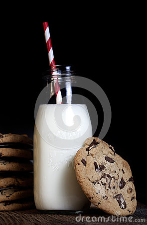 Free Milk And Chocolate Chip Cookies Stock Photography - 45305182