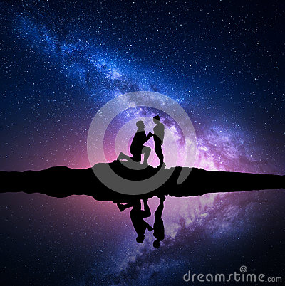 Free Milky Way. Night Starry Sky With Silhouettes Of A Couple Stock Photo - 82152520