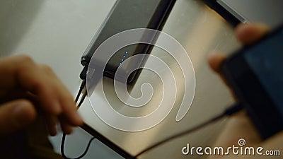 Millennial pak van de de energiebank van de gebruiks draagbare batterij stock video