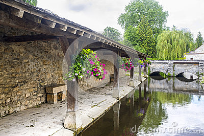Milly-la-Foret - Ancient washhouse
