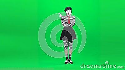 Mime Girl, das nachdenklich aussieht, hat eine Idee Chroma-Taste Vollständige Länge stock video footage
