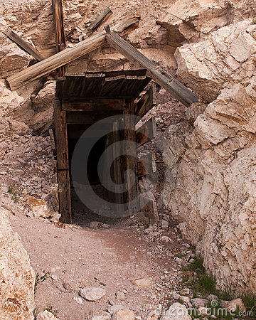 Free Mine Entrance Stock Images - 19785534