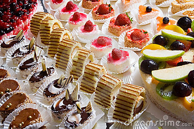 Miniature decorative desserts