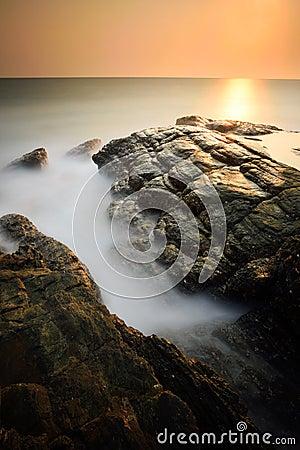 Free Minimalist Misty Seascape At Sunset Royalty Free Stock Photography - 51538797