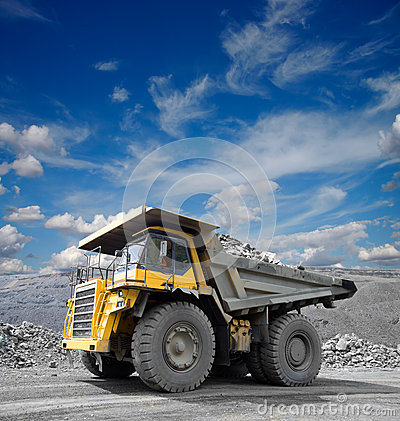 Free Mining Truck Royalty Free Stock Image - 28072546