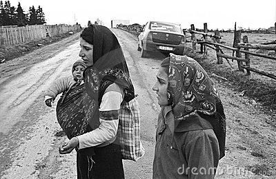 Minor gypsy beggars Editorial Stock Image