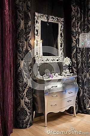Free Mirror And Clock Royalty Free Stock Photos - 9529678