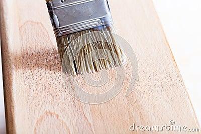 Mise du vernis sur le panneau en bois de plage photo stock for Quelle sous couche sur bois vernis